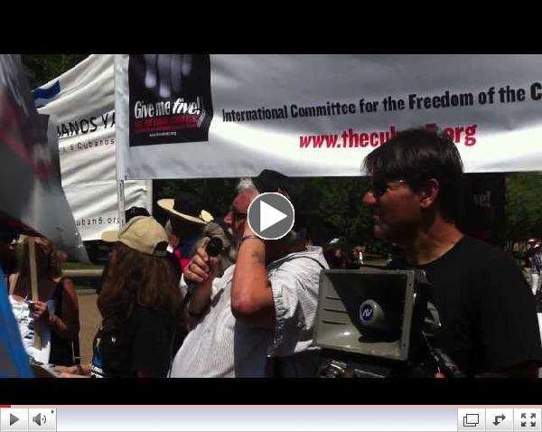 Vasapollo Luciano parla davanti alla Casa Bianca alle giornate per i cinque a Washington