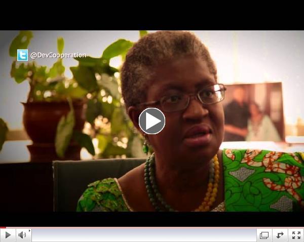 Vi�tal vi� Ngozi Okonjo-Iweala, fj�rm�lar��herra Nigeria sem hefur undirb�i� Mex�k�fundinn �samt fleirum.