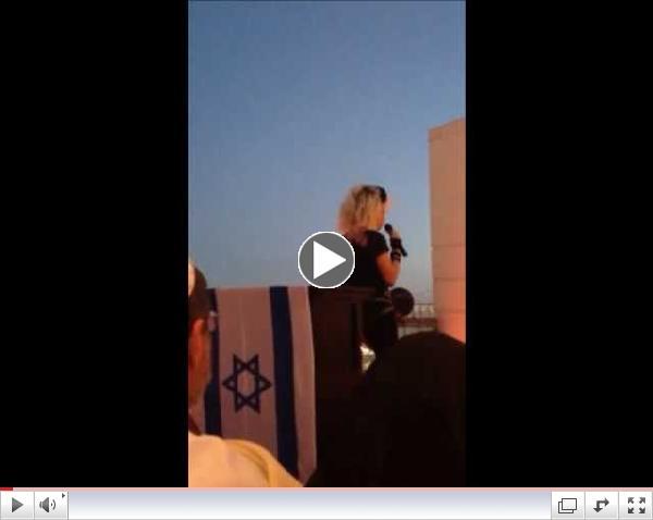Madonna Sings