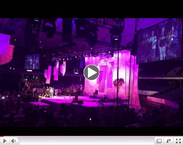 REC2015 | Entire Arena sings