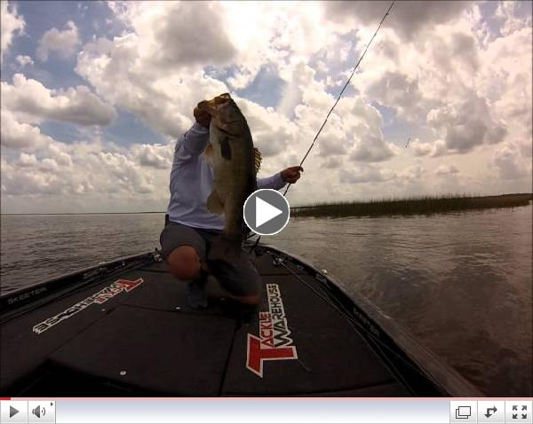 Bass Fishing Lake Okeechobee with Fitzgerald Rods. Boat flip a 5lber with a spinning rod!!!