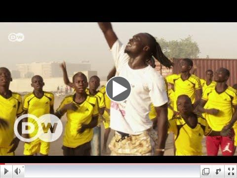 Dancing for a better future/ DW