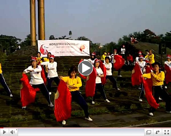 Indonesia World  Tai Ji & Qigong day  ( kipas )