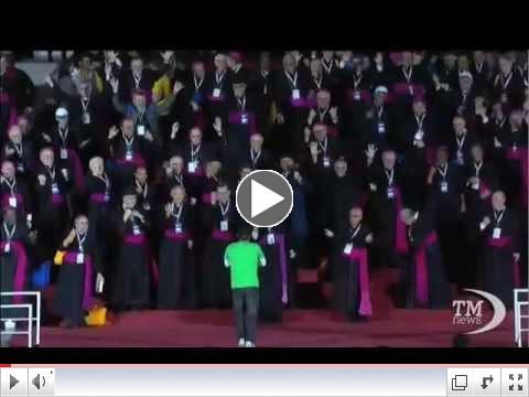 Il flashmob con i vescovi sul palco di Copacabana
